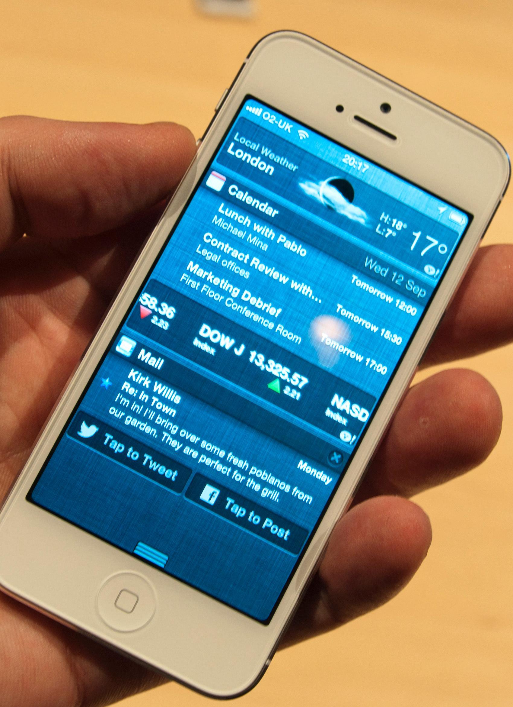 Facebook og Twitter har fått svært sentrale plasser i nye iOS.