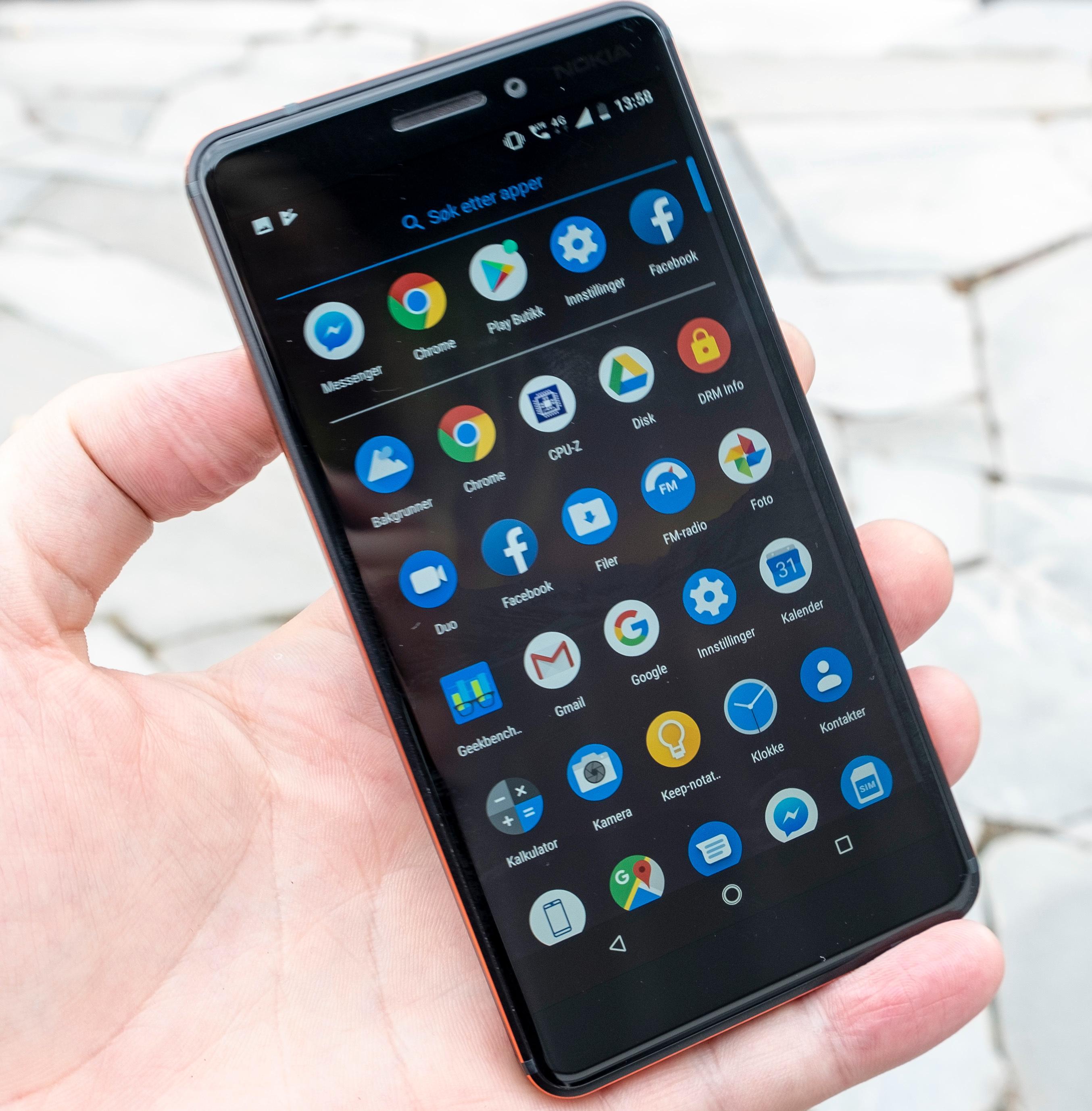 Det er litt som å bruke en Pixel-telefon med rammer, dette her. Android 8.1 gjelder foreløpig, men niern er på vei.