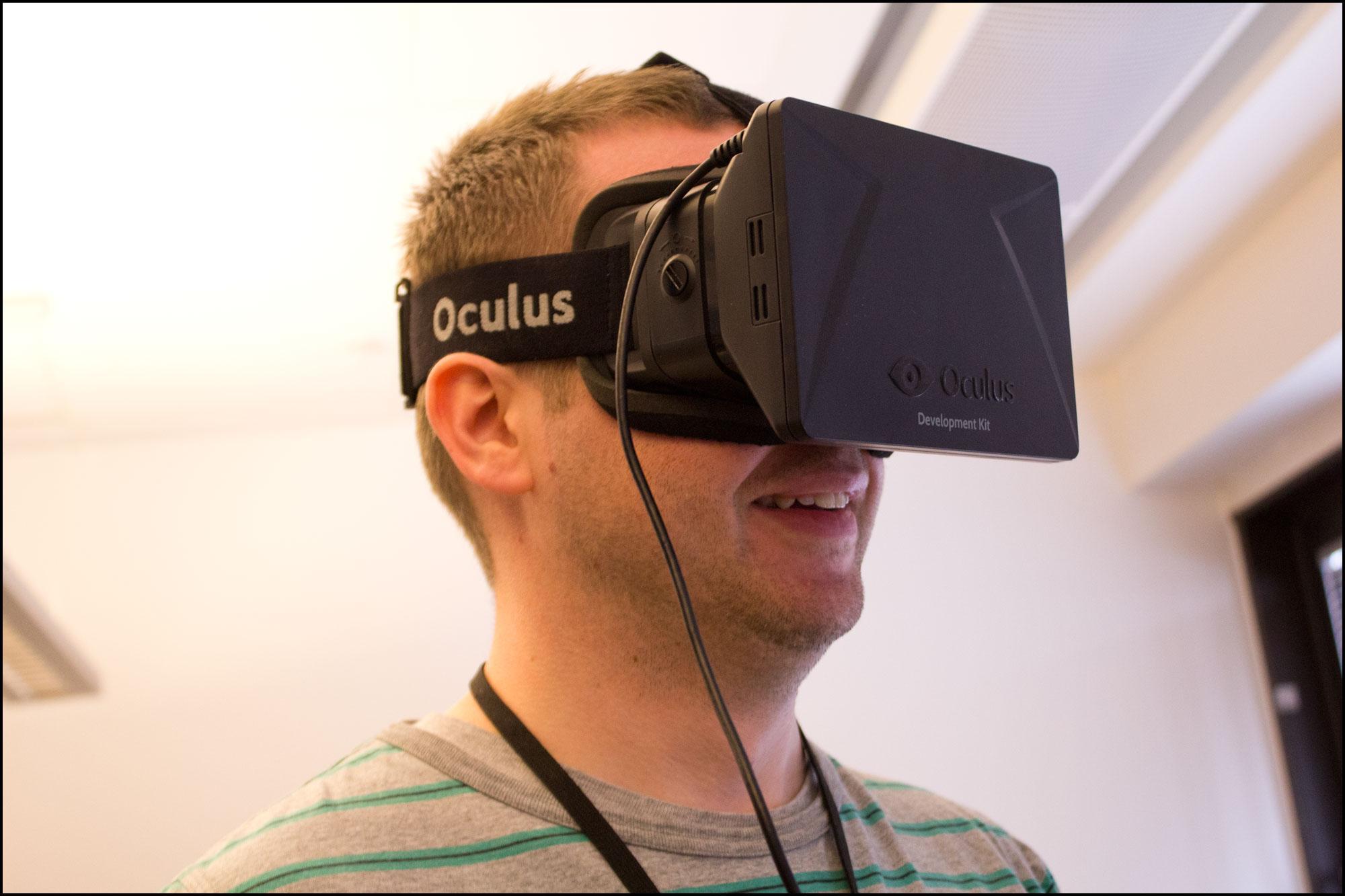 Også kollegaene fra Gamer.no koste seg med Oculus Rift.Foto: Jørgen Elton Nilsen, Hardware.no