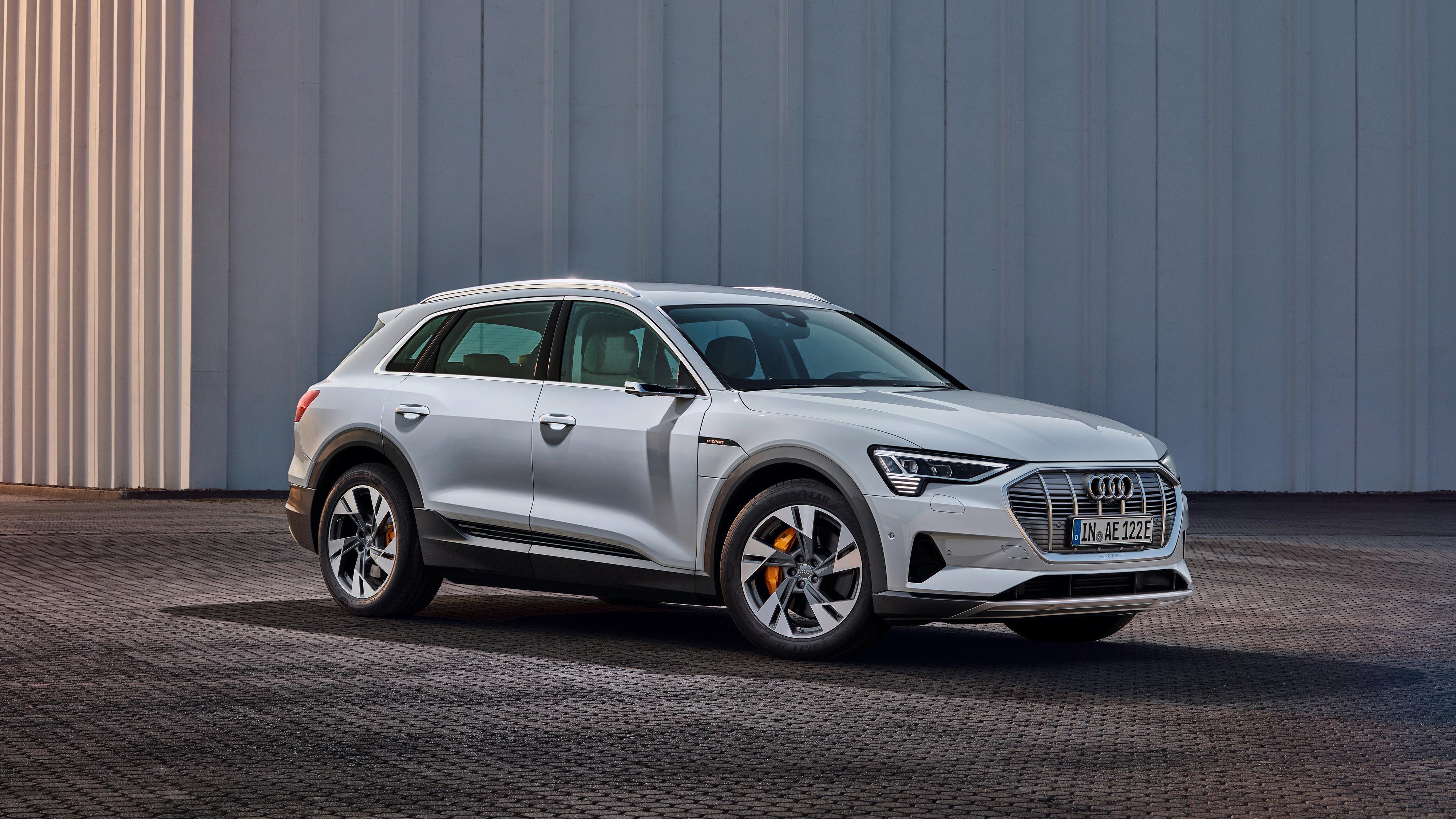 Audi lanserer billigere variant av e-tron