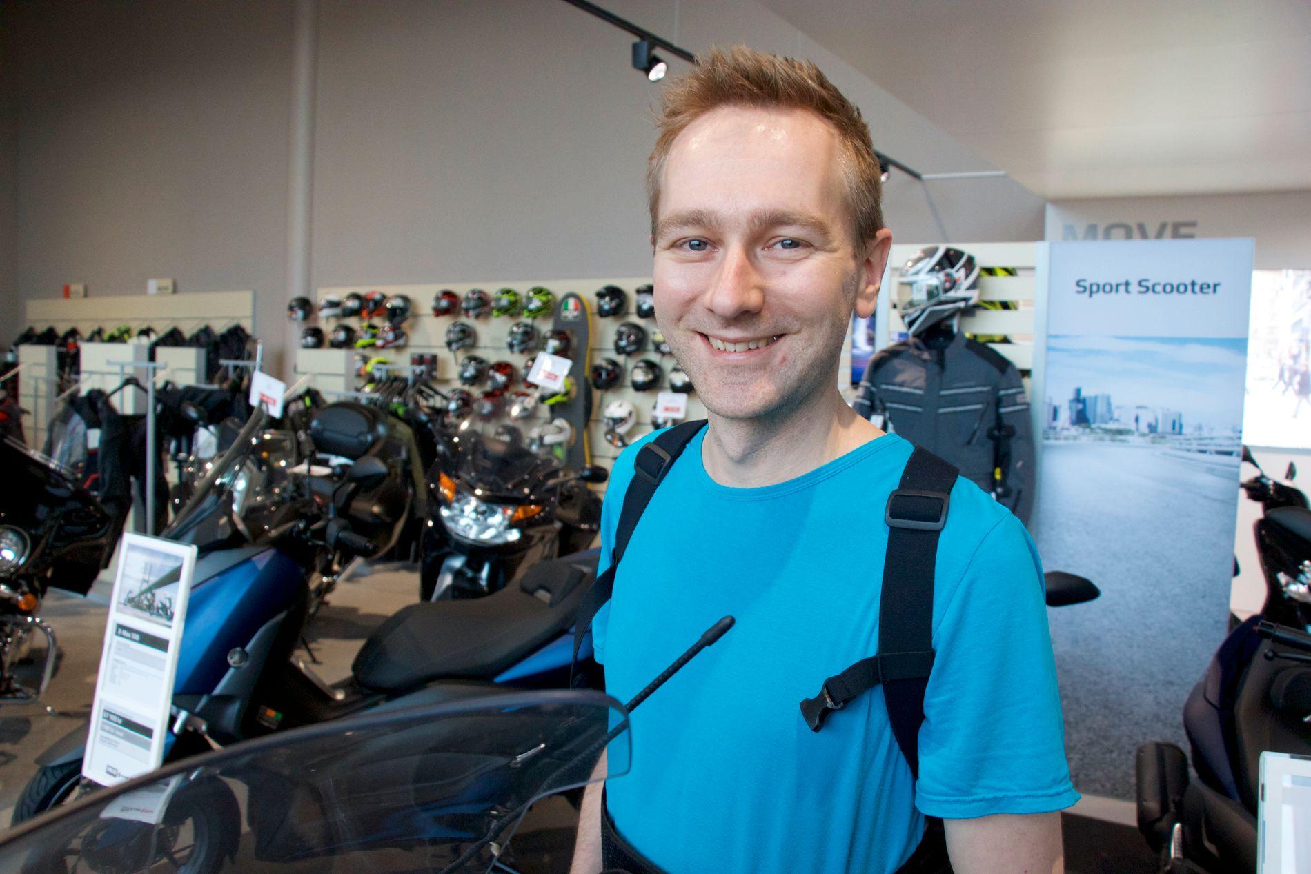 KJØPTE EN SCOOTER: Det ble gratis i bomringen og gratis parkering med scooter til og fra jobb.