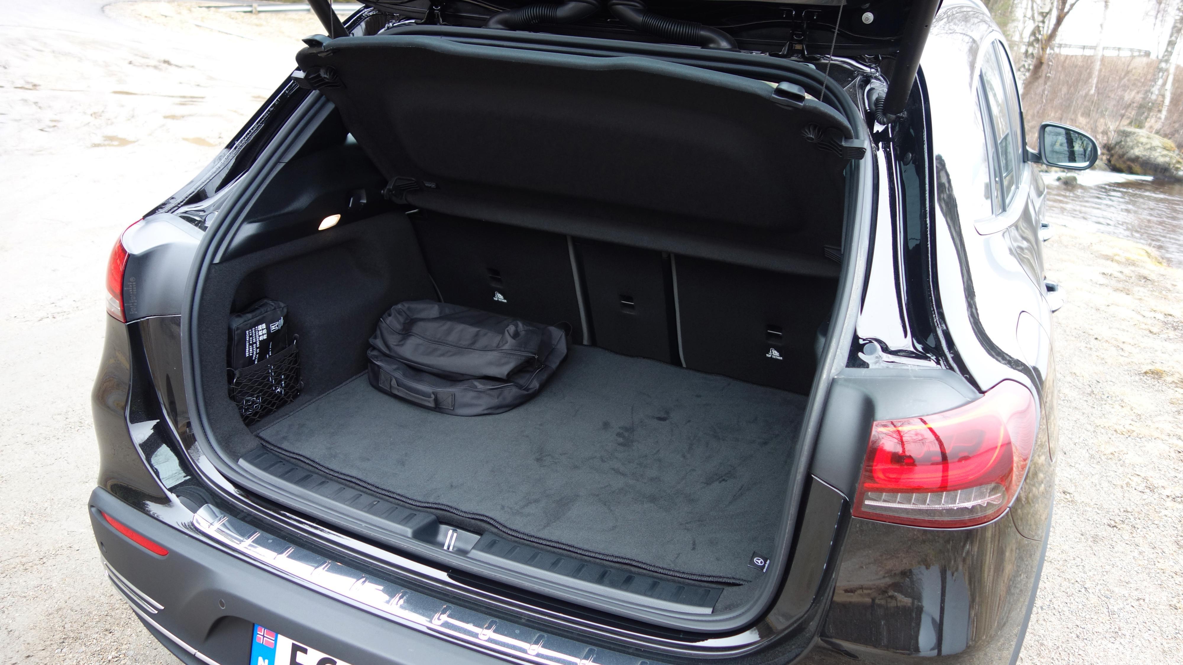 340 liter bagasjeplass er ikke mye i en bil til nærmere halvmillionen.