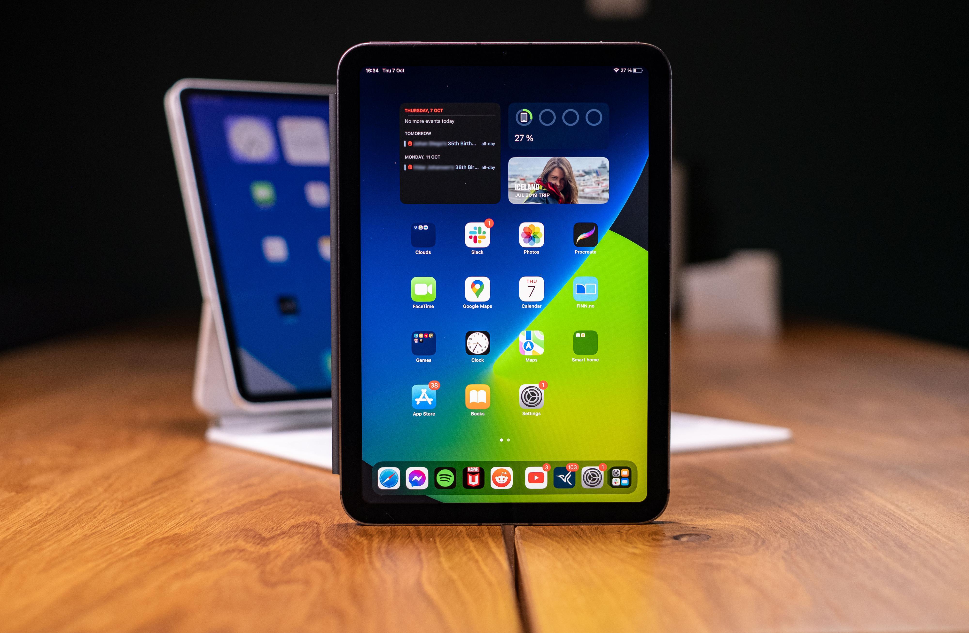 LCD-skjermen Apple bruker er ikke av det aller skarpeste kaliberet, men det holder likevel i massevis for det aller meste.