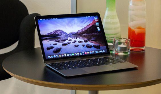 De nye MacBook-ene skal visstnok ligne på den eksisterende 12-tommersutgaven, her avbildet.