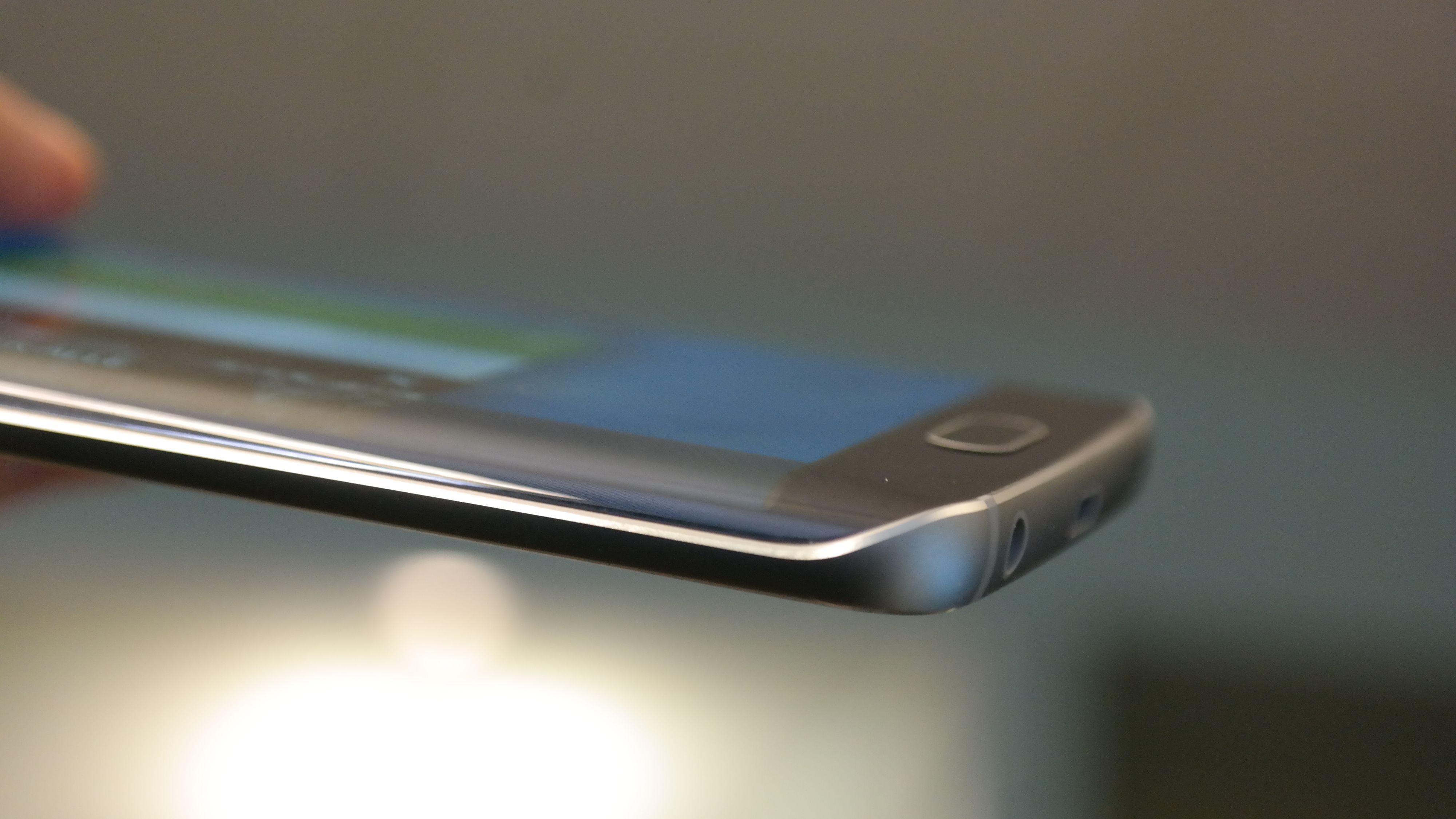 De buede kantene på Samsung Galaxy S6 Edge gjør den litt mer vrien å lage. Foto: Espen Irwing Swang, Tek.no