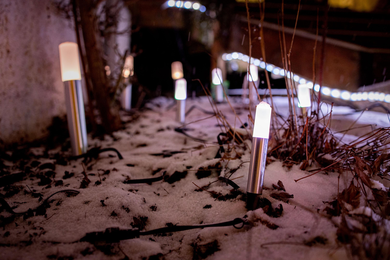De små lyspinnene Gardepole fra Ledvance kan være ganske sjarmerende hvis man plasserer dem riktig. Ganske lavt priset er de også!