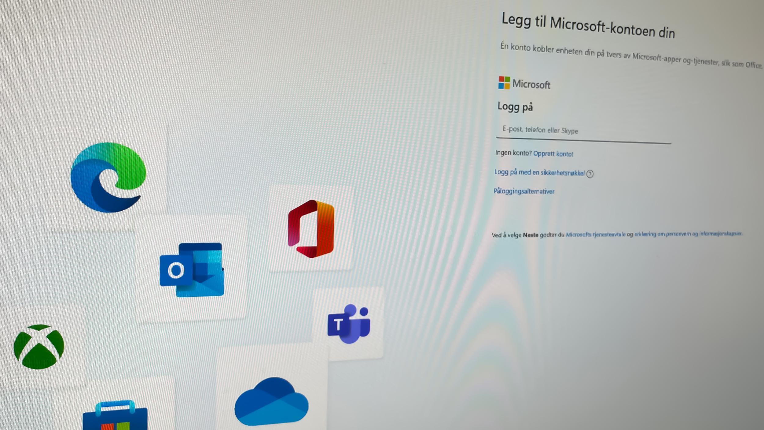 Windows 11 krever både internettilkobling og Microsoft-konto for å slippe deg inn første gangen.