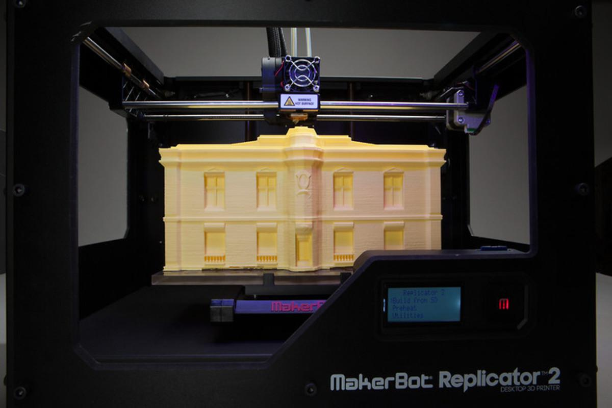 Ved å printe ut lag på lag med spesiell plast, kan mye lages.Foto: Makerbot.
