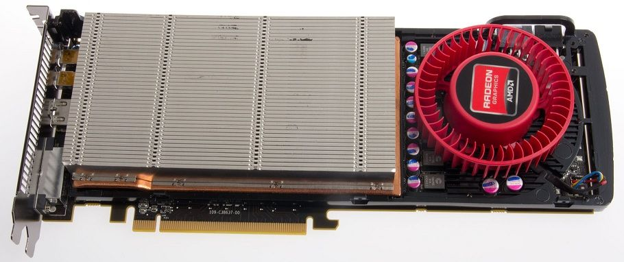 Under panseret på referansekjøleren til AMD Radeon HD 7950.