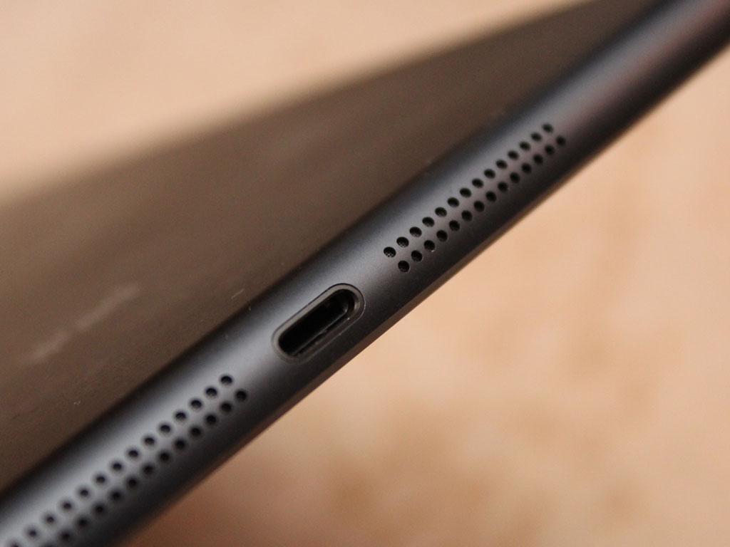 iPad mini har ikke uventet fått Apples nye bunnplugg.Foto: Espen Irwing Swang, Amobil.no