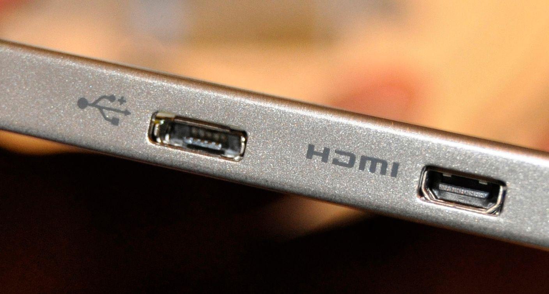 Noen mobiltelefoner og nettbrett har Micro-HDMI-utgang (til høyre).
