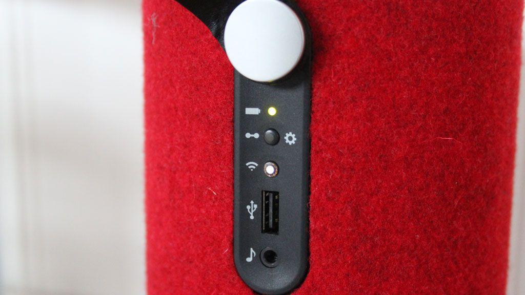 Kontroller for nettverk og direkteavspilling. Her kan du også koble til lydspiller via 3,5 mm minijack.Foto: Espen Irwing Swang, Amobil.no