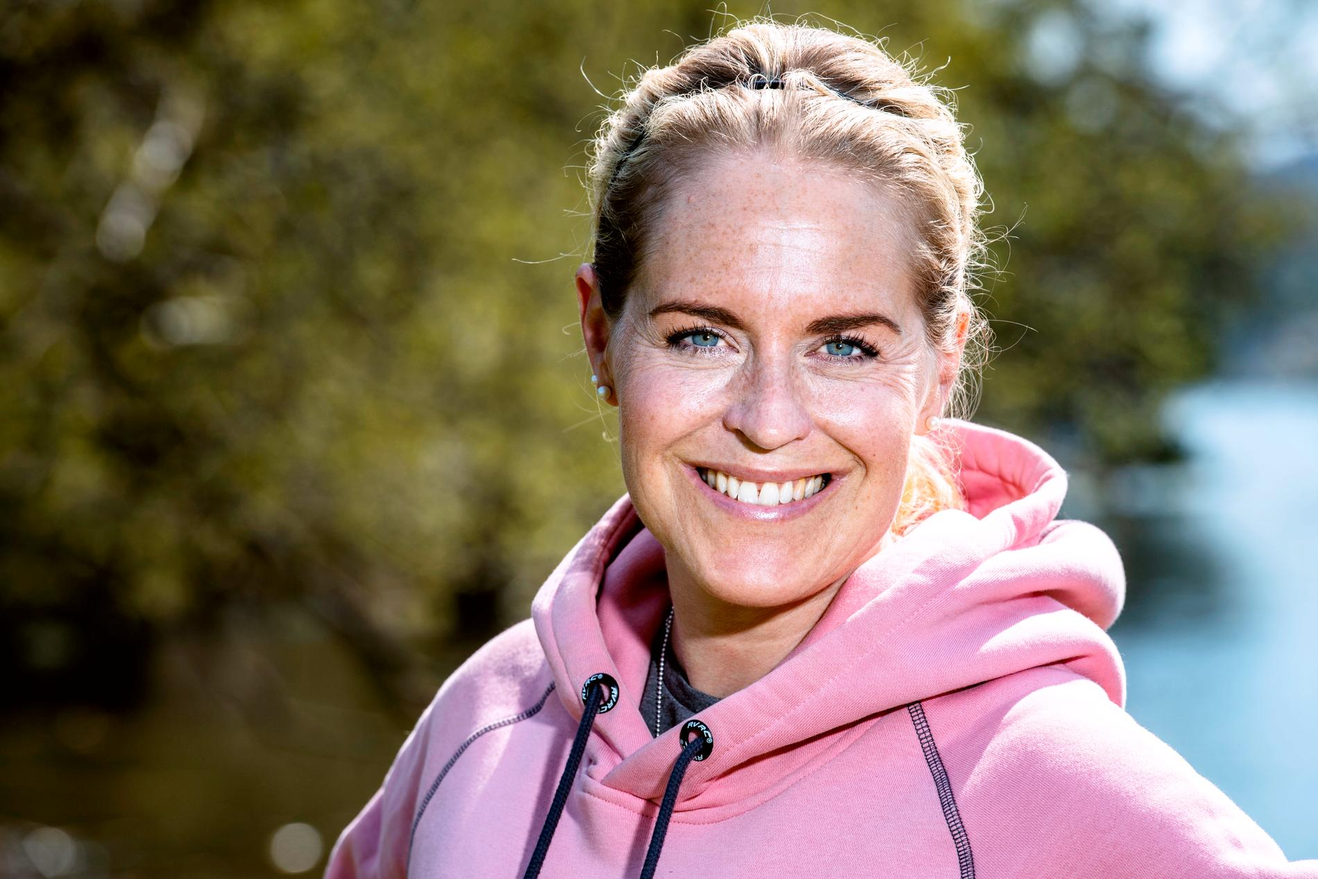 Simning är en träningsform som går att anpassa och förändra lika mycket som löpning, anser den personliga tränaren Erika Rosenbaum.