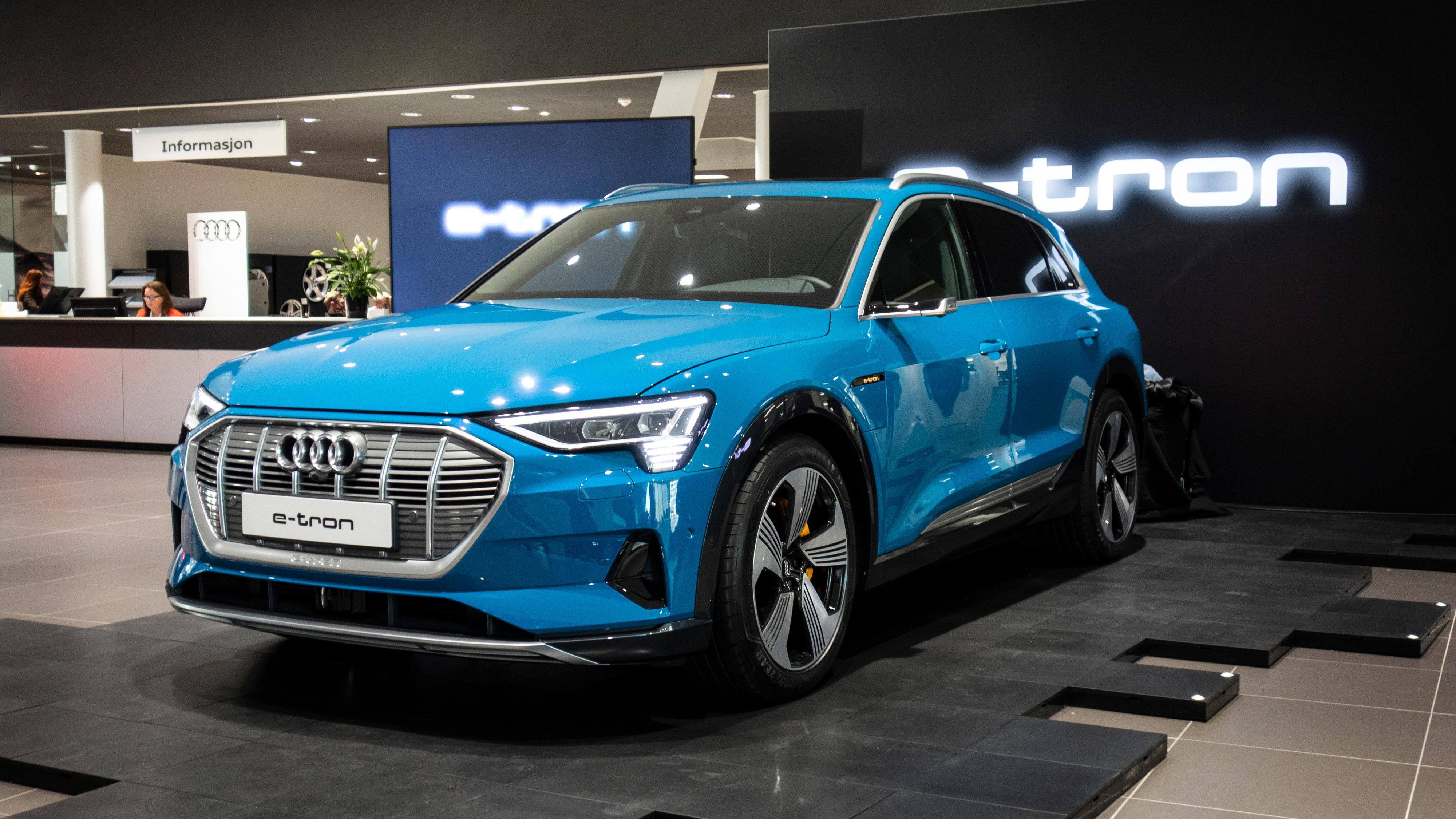 Audi begynte også for alvor å levere e-tron i mars. Over 500 biler er registrert.