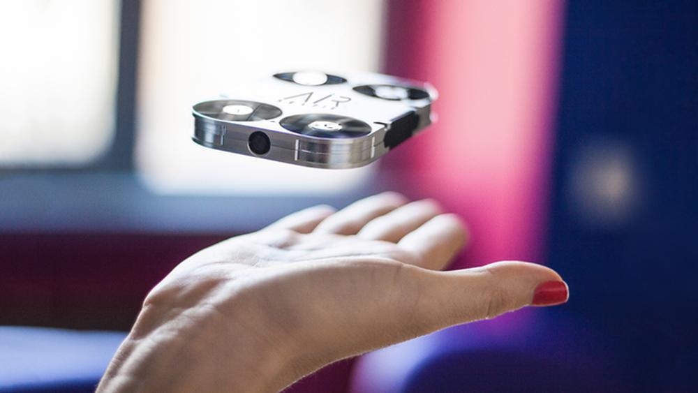 Dette er et flyvende selfie-kamera du kan putte i lommen