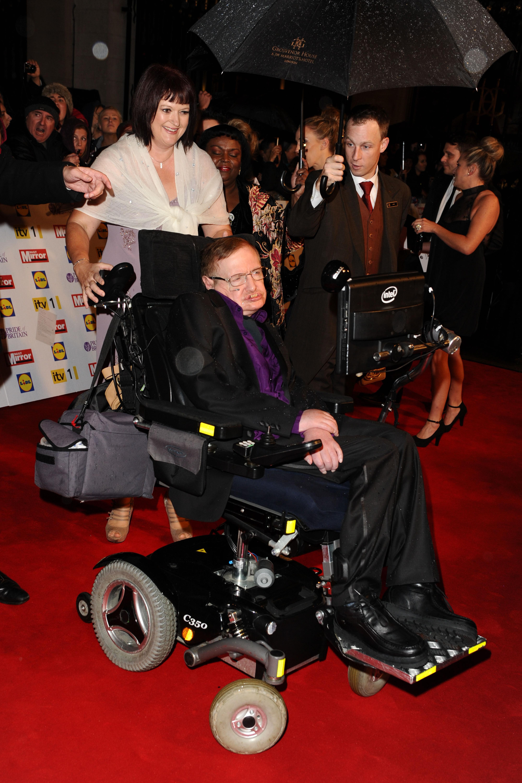 Stephen Hawking har fått modernisert rullestolen sin. Foto: Featureflash / Shutterstock.com