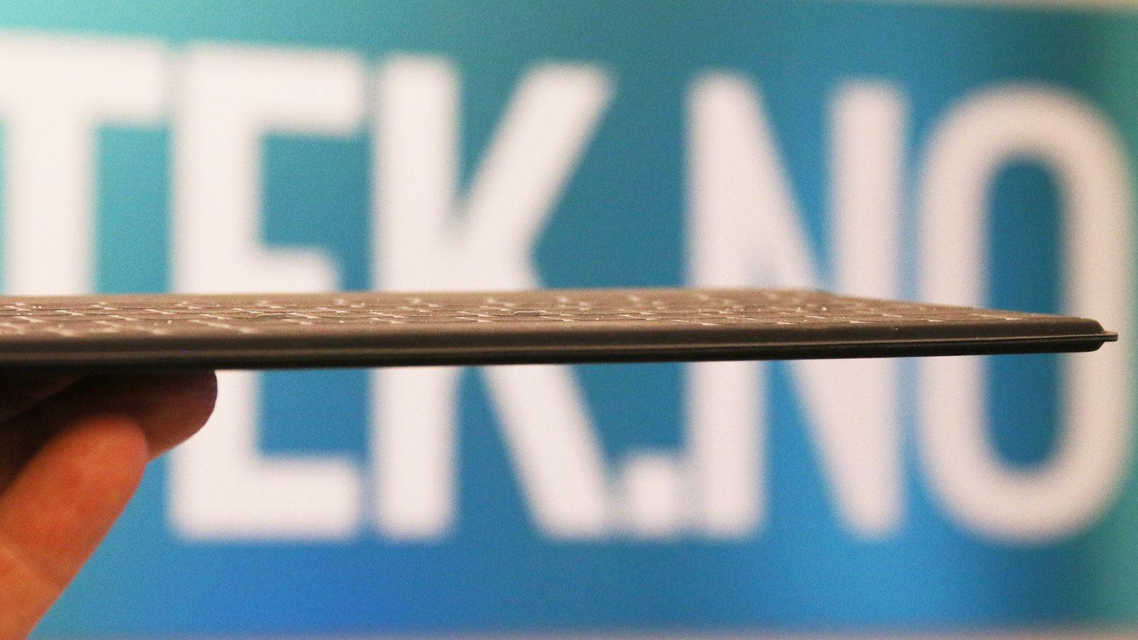 Tastaturet er tynt og veier nesten ingen ting. Foto: Espen Irwing Swang, Tek.no