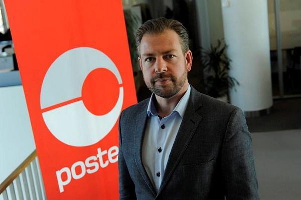 John Eckhoff sier det vil skje endringer i 2021, men i mellomtiden prøver Posten å få prisen for småpakkefortolling ned.