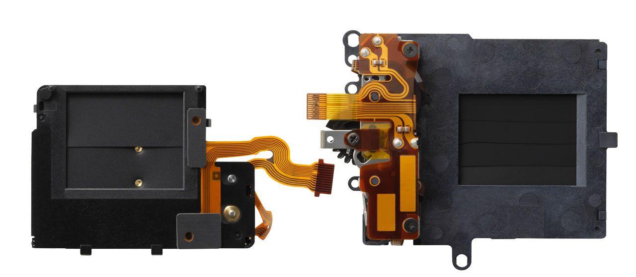 Mekaniske lukkere kan være både små og store, her illustrert ved lukkeren til knøttkameraet Panasonic GM1 ved siden av Panasonic GX7s lukker.Foto: Panasonic