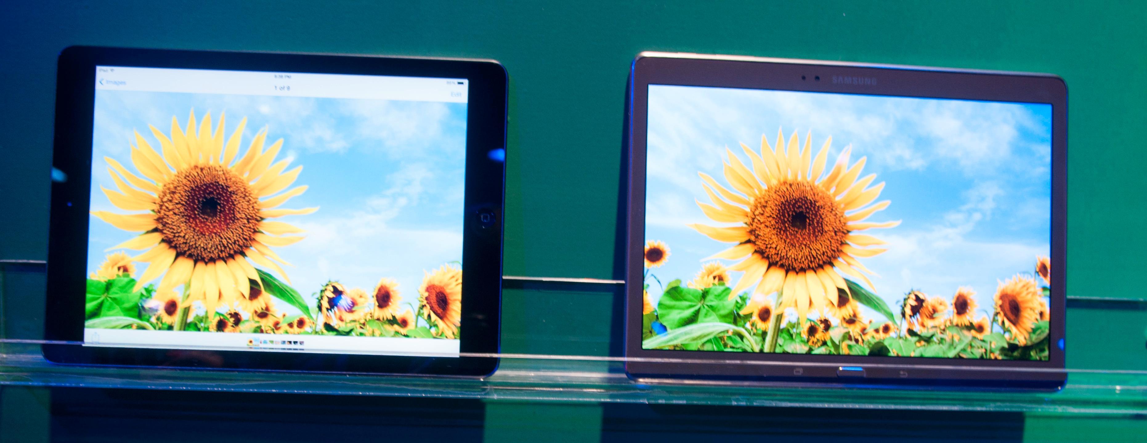 Samsung viste frem Galaxy Tab S sammen med Apples iPad Air, for å demonstrere forskjellen i fargegjengivelse. Den var tidvis svært tydelig, men også notorisk vanskelig å gjengi på bilder.Foto: Finn Jarle Kvalheim, Amobil.no