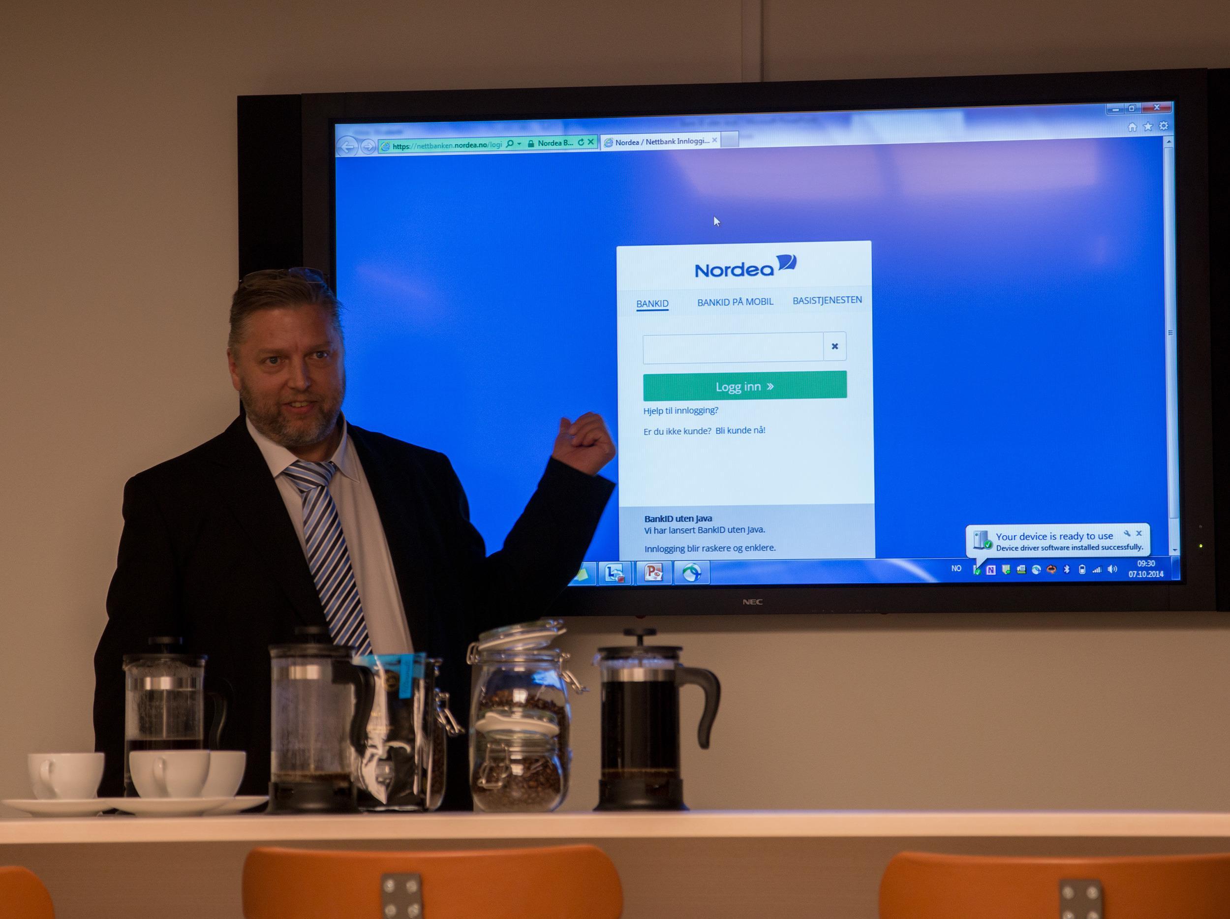 Steinar Birkeland i Nordea demonstrerer den nye Java-frie bank-innloggingen.Foto: Anders Brattensborg Smedsrud, Tek.no