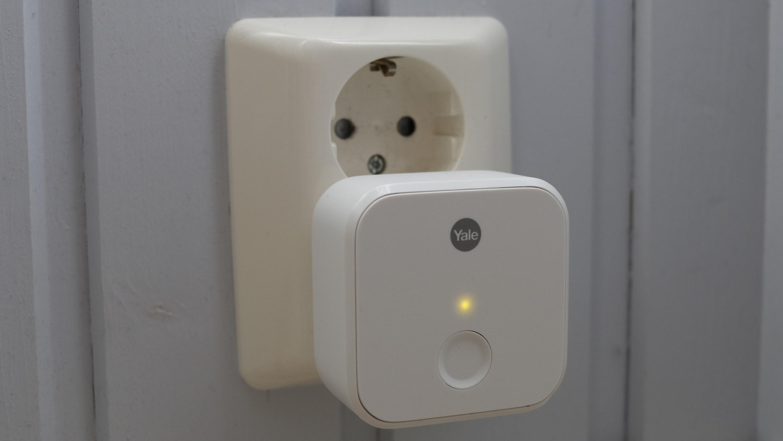 Yale Connect Wi-Fi-bro er tilbehøret som tar Linus fra en litt lur lås til en skikkelig smart lås.