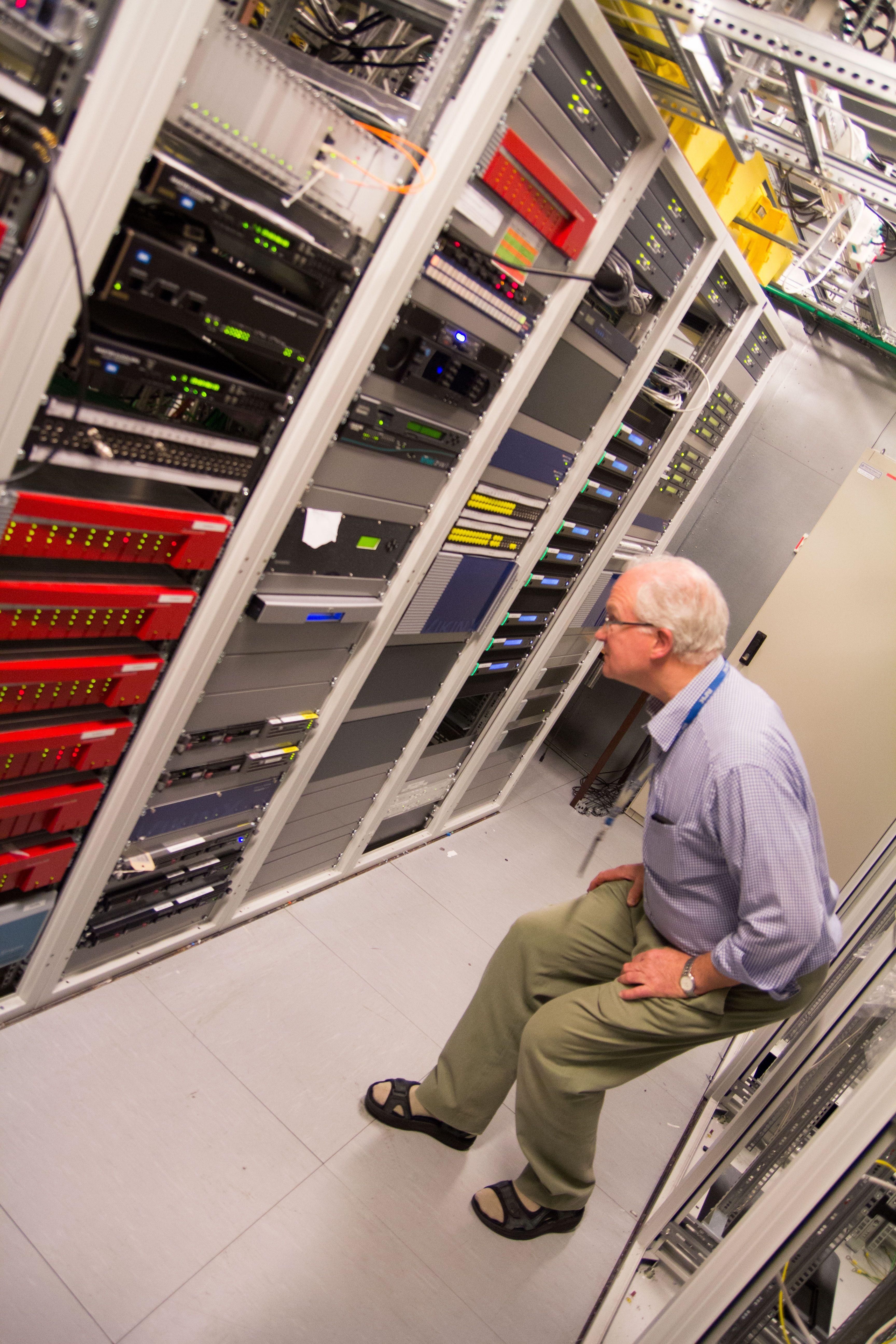 Det er utallige maskiner som jobber hardt for at du skal få se TV. Foto: Ole Henrik Johansen / Hardware.no