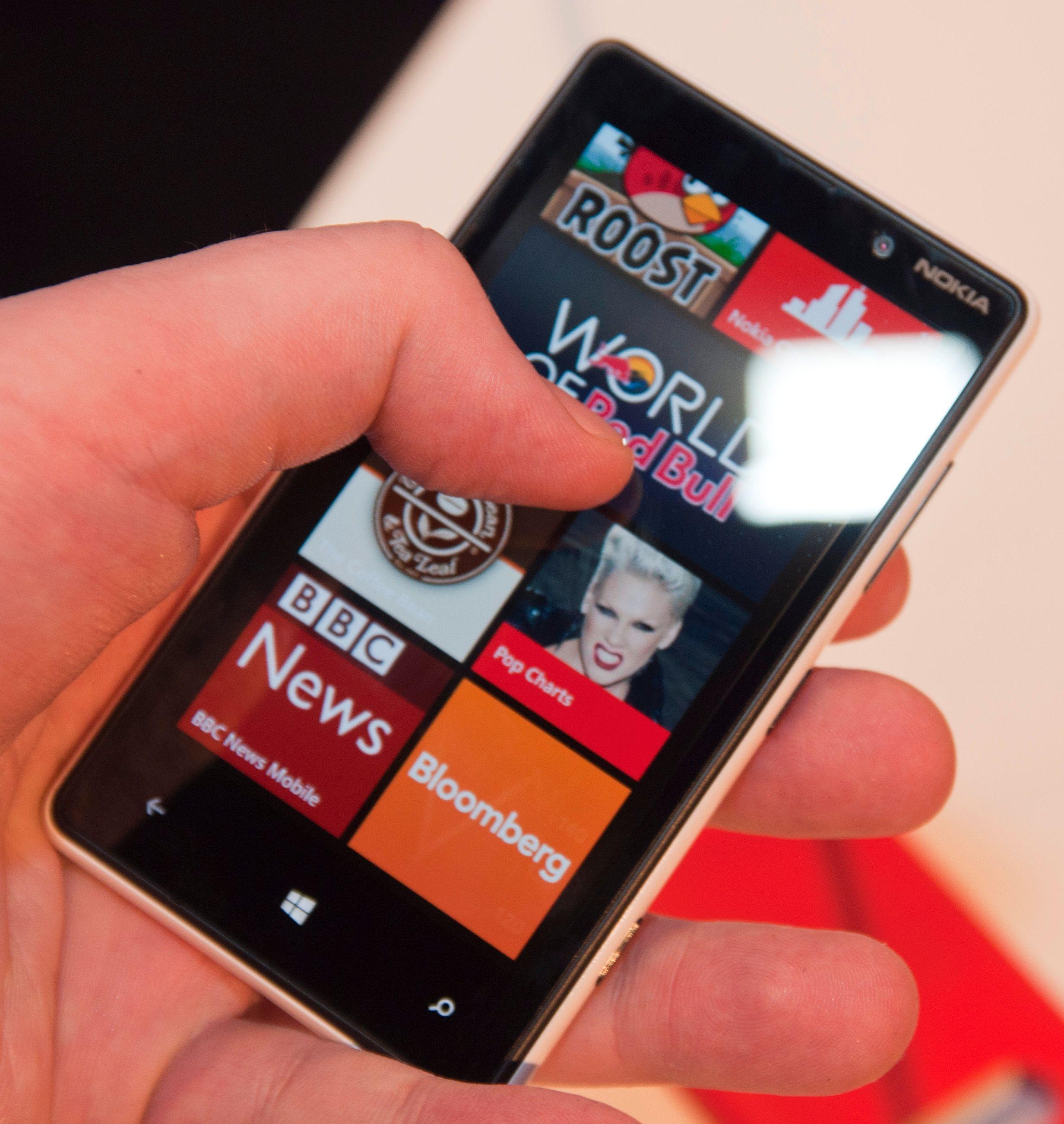 Menyene er svært responsive, akkurat slik de er på storebror Lumia 920.