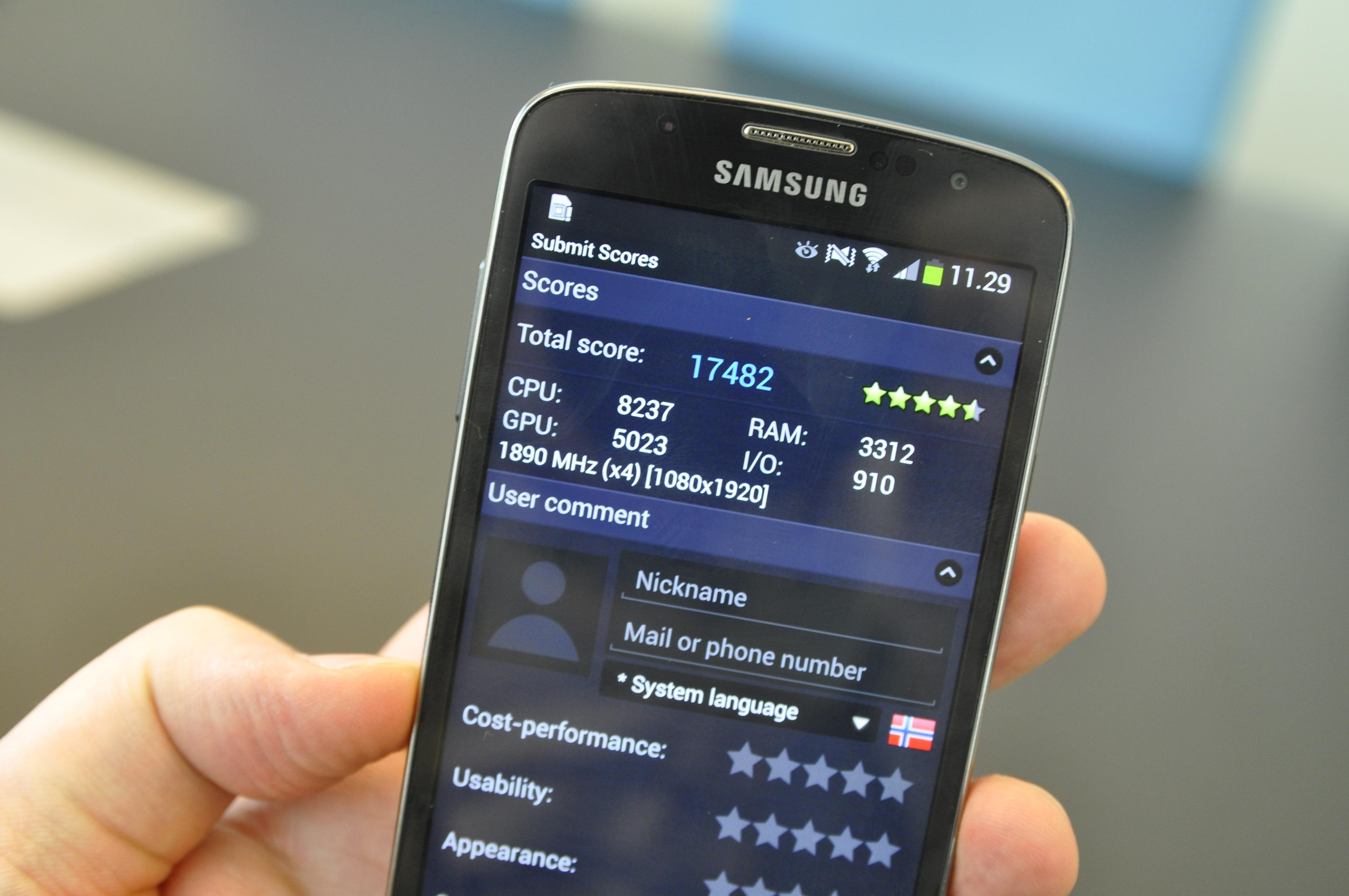 Galaxy S4 Active skåret greit i ytelsestesten AnTuTu da vi prøvde den. Etter all sannsynlighet vil tallene bli langt bedre så fort den har ferdig programvare.Foto: Finn Jarle Kvalheim, Amobil.no