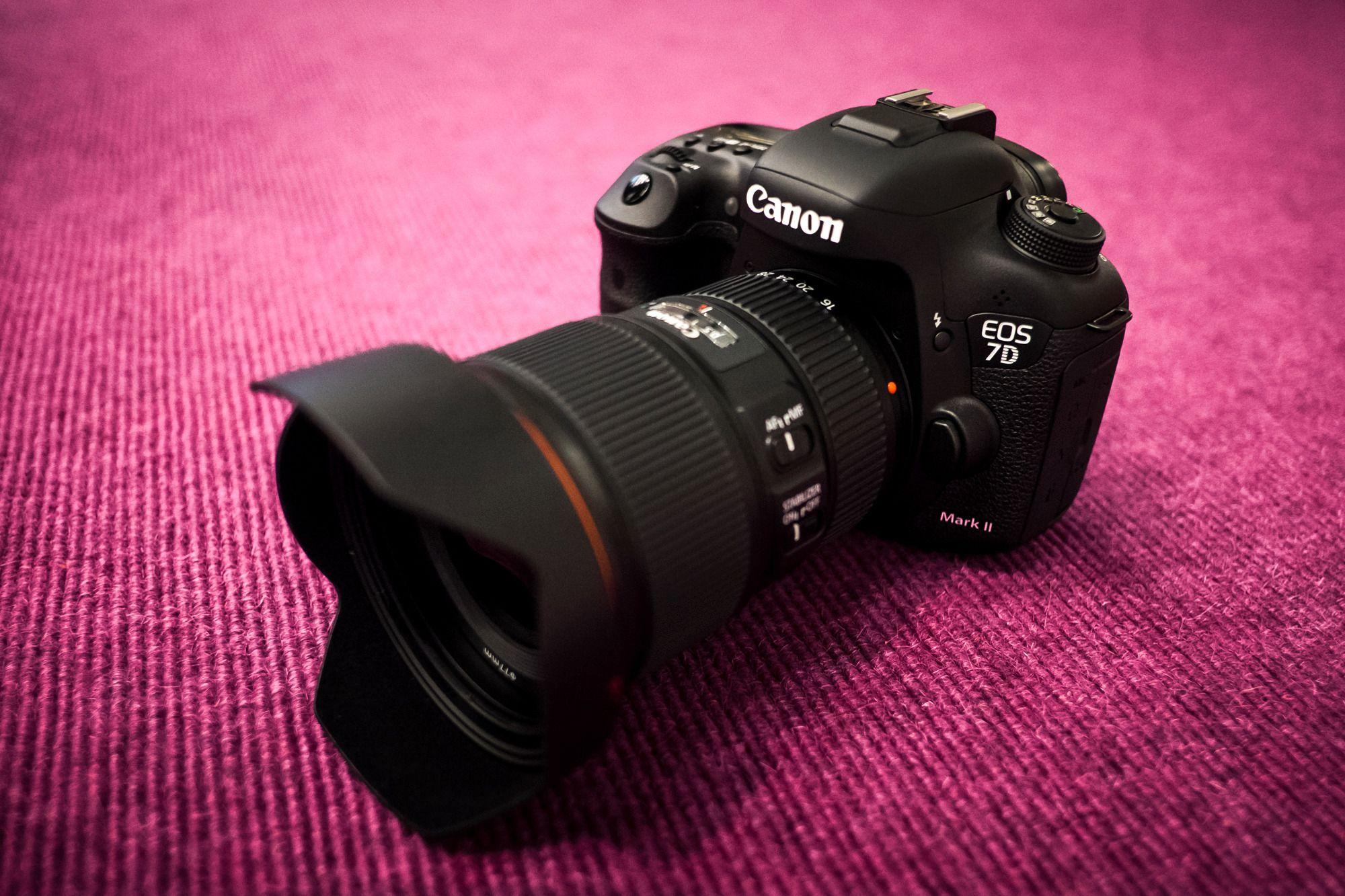 Canon EOS 7D Mark II med den nye Canon EF 16-35mm f/4.0 L IS USM. (Foto: Johannes Granseth)