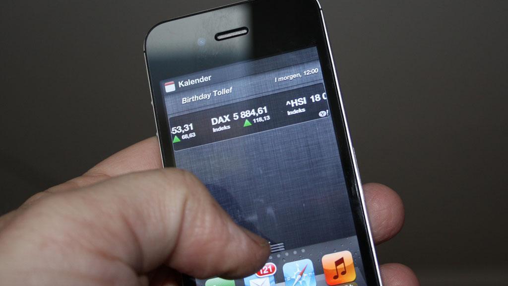 Statuslinjen trekker du ned fra toppen av skjermen.