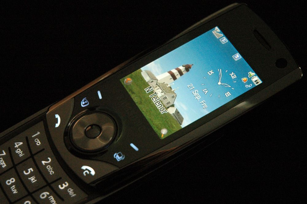 De berøringsfølsomme tastene markeres med lys som aktiveres når du bruker telefonen.