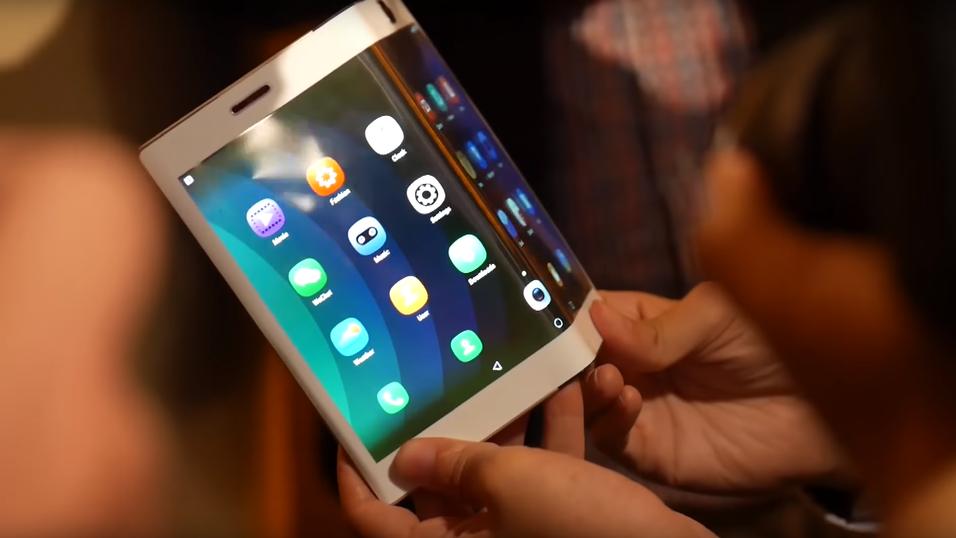 Får vi endelig se en brettbar mobil fra Samsung på CES? Bilde: Lenovo/YouTube)