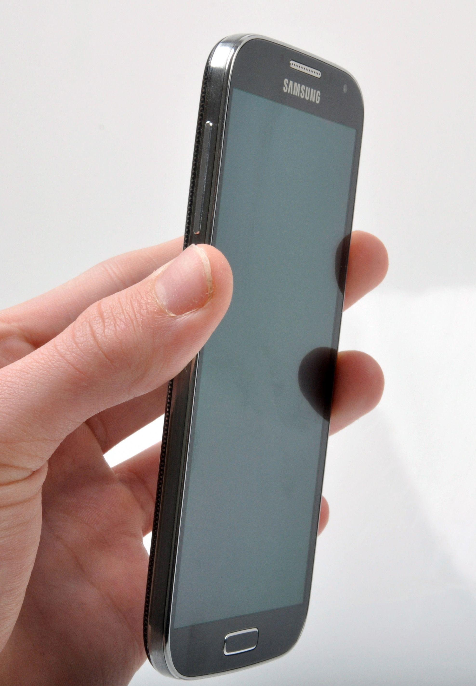 Rammen til Samsung Galaxy S4 er tynnere enn hos forgjengeren.Foto: Sander Dyrop, Amobil.no
