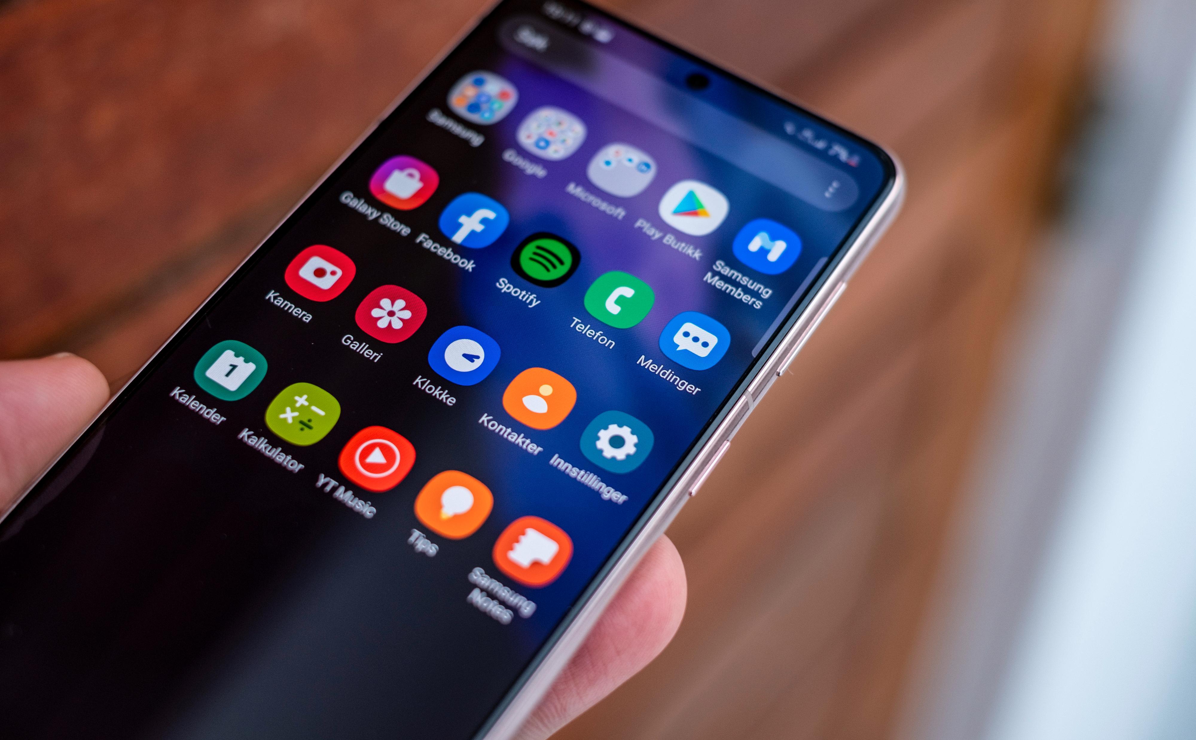 OneUI byr på gode, kjappe menyer og Android 11. Samsung har vært flinke til å holde telefonene sine oppdatert de siste årene.