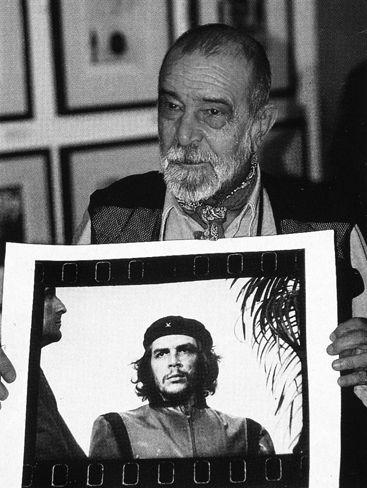 Alberto Korda med sitt bilde av Che Guevara.