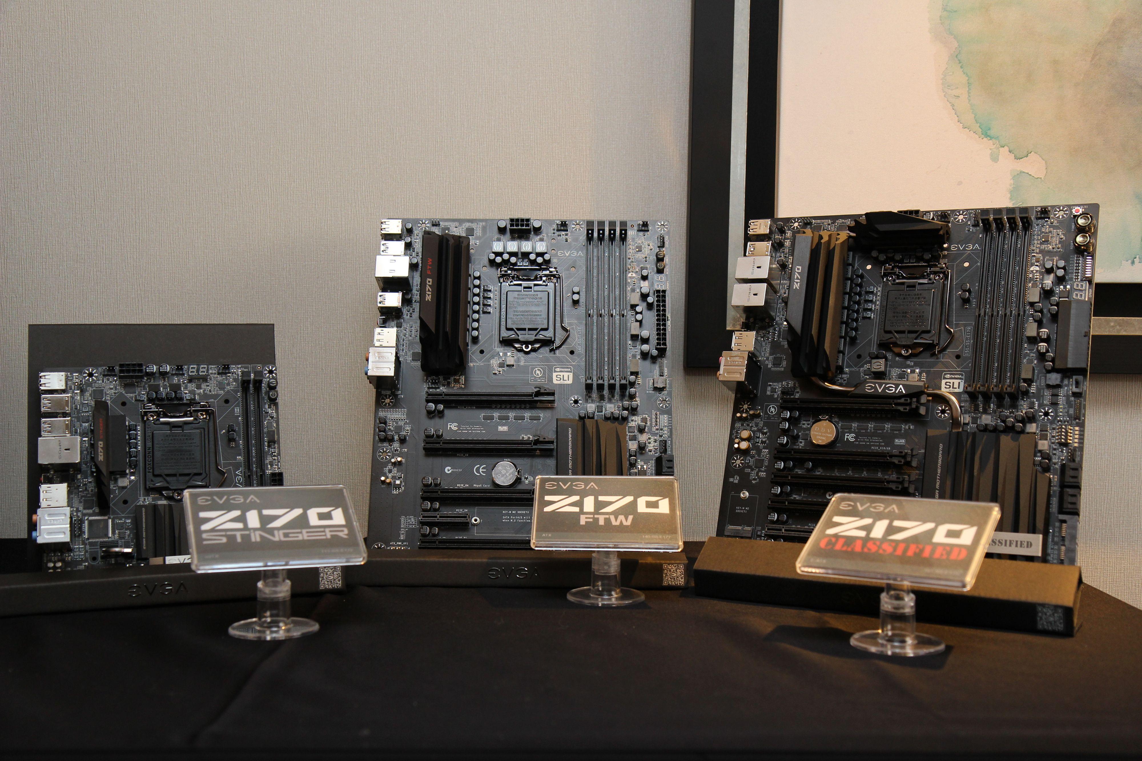 Tre nye hovedkortmodeller; Z170 Classified, FTW og Stinger. Flaggskipet er Classified. Kortene støtter Intels 6.generasjon Skylake-prosessorer som kommer i tredje kvartal. Foto: Kurt Lekanger, Tek.no