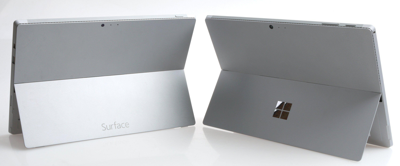 Baksiden har fått en annen dekor. Surface Pro 3 til venstre, Pro 4 til høyre. Foto: Vegar Jansen, Tek.no