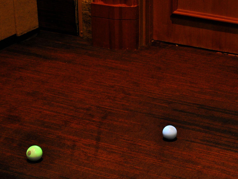 De små robotlekene fra Sphero kontrolleres ved hjelp av en iPad eller iPhone.