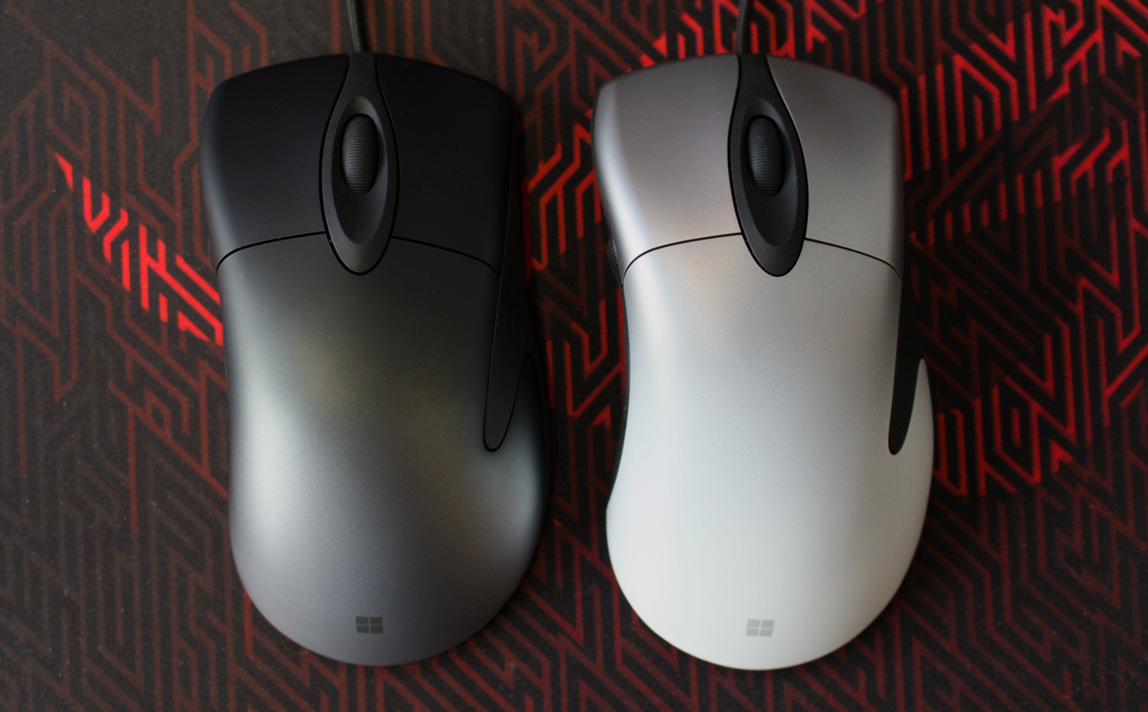 Pro IntelliMouse finnes i to fargevarianter: «skyggesvart» og «skyggehvit».