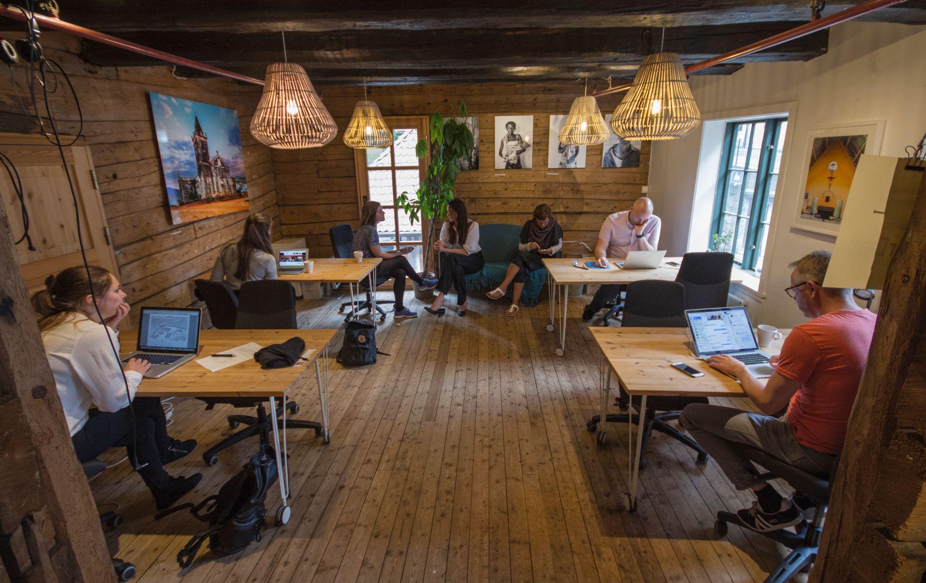 I tillegg til fysisk kontorplass arrangerer Impact Hub faglige og sosiale eventer, programmer og kurs, og er også en del av et globalt nettverk med 86 hub-er og over 15.000 medlemmer.