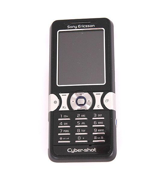 Skjermen har grei størrelse i forhold til telefonen.