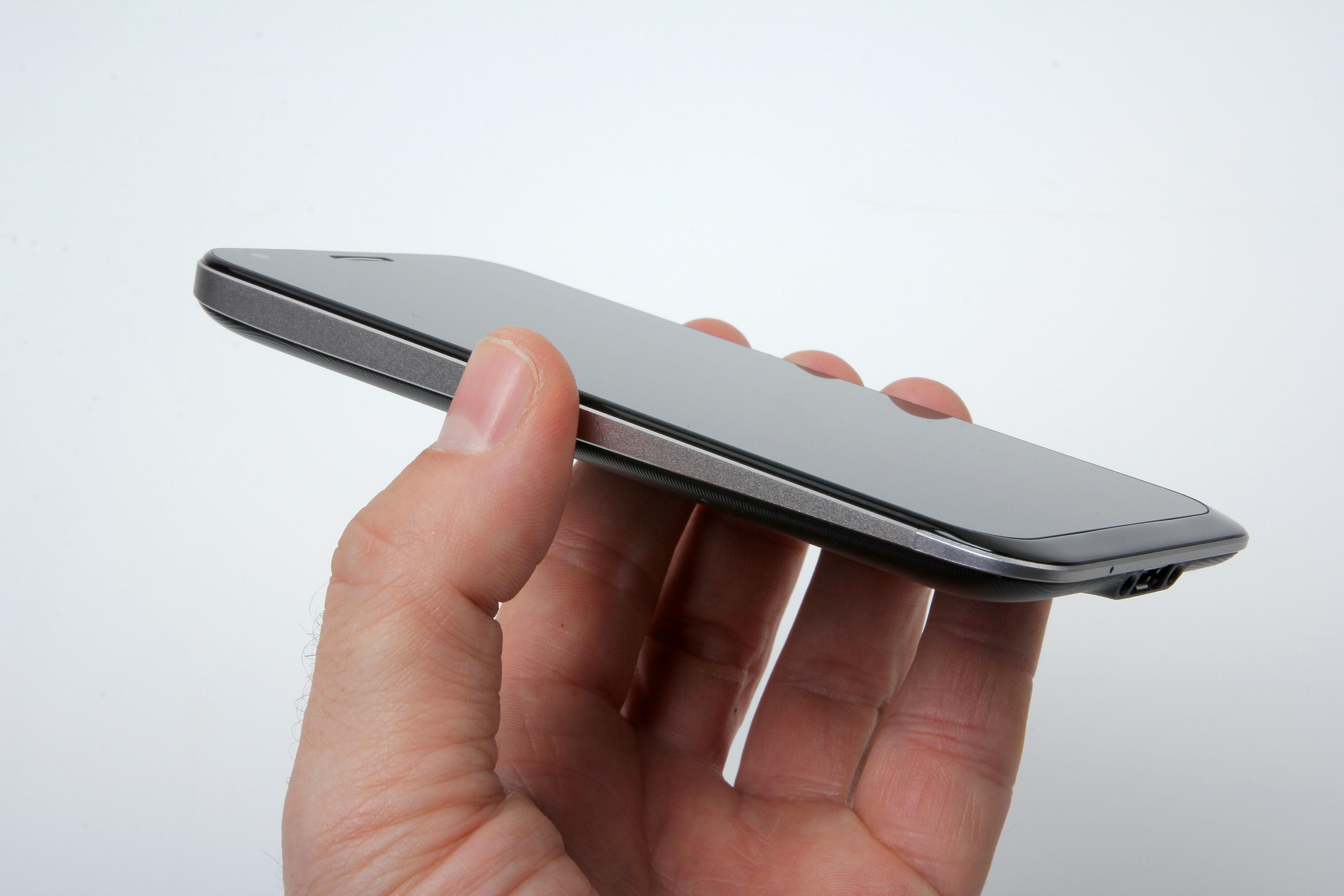 Den kileformede designen og bruk av glass og aluminium gir et eksklusivt inntrykk. .Foto: Kurt Lekanger, Amobil.no