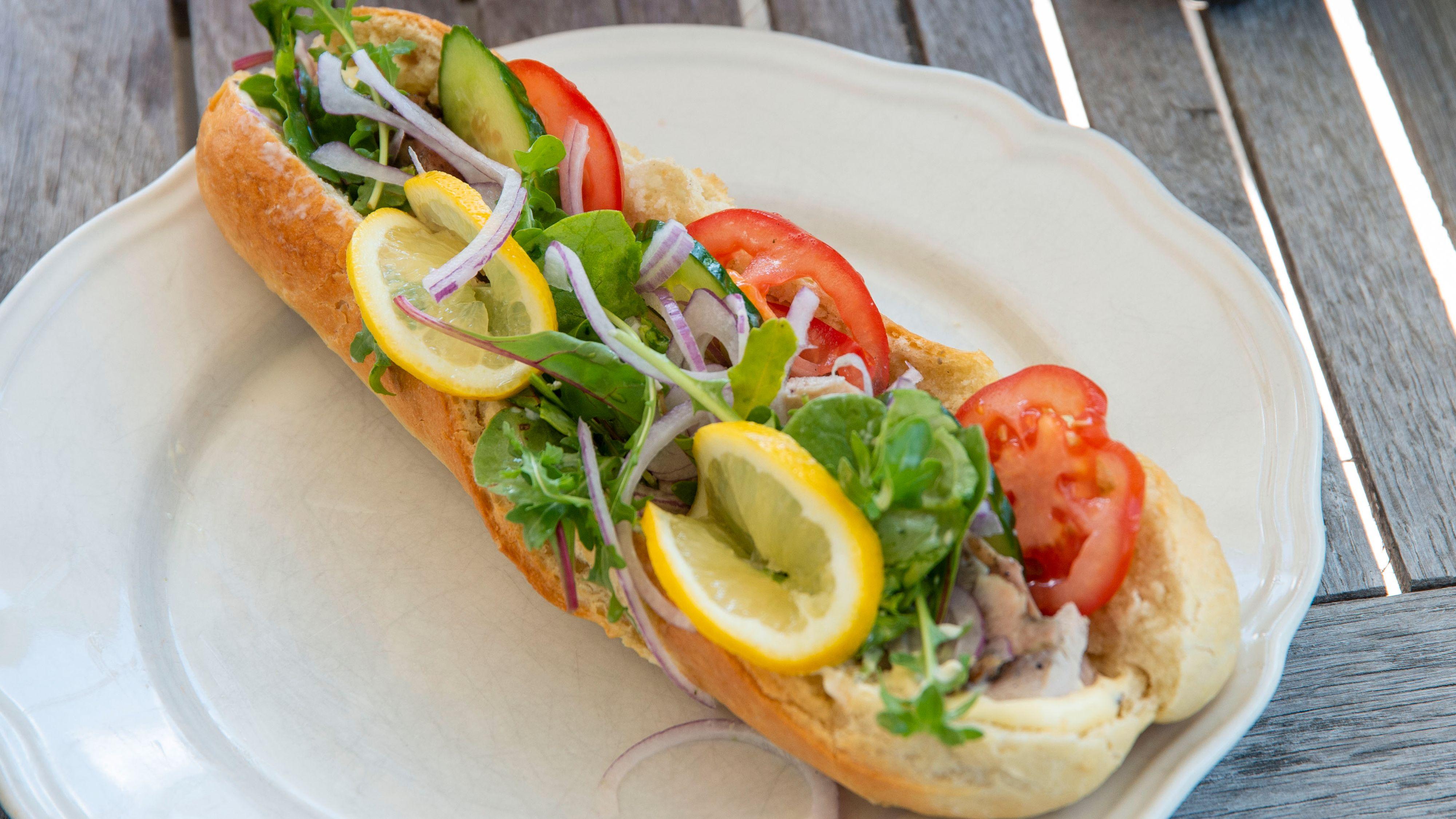 Skal du raskt lage deg en lunsj med litt kylling, er det greit å raskt kunne få opp varmen.