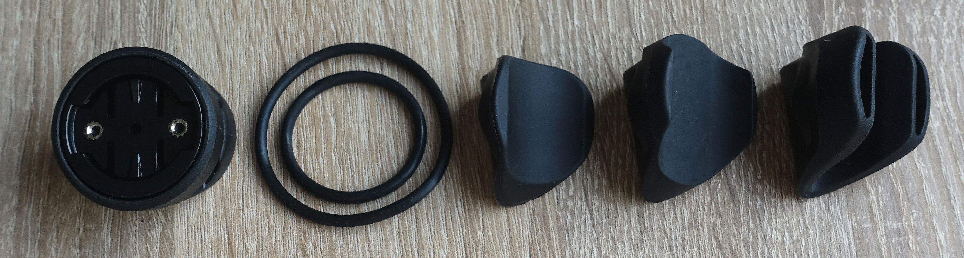 Universalbrakett, stropper og medfølgende adaptere.
