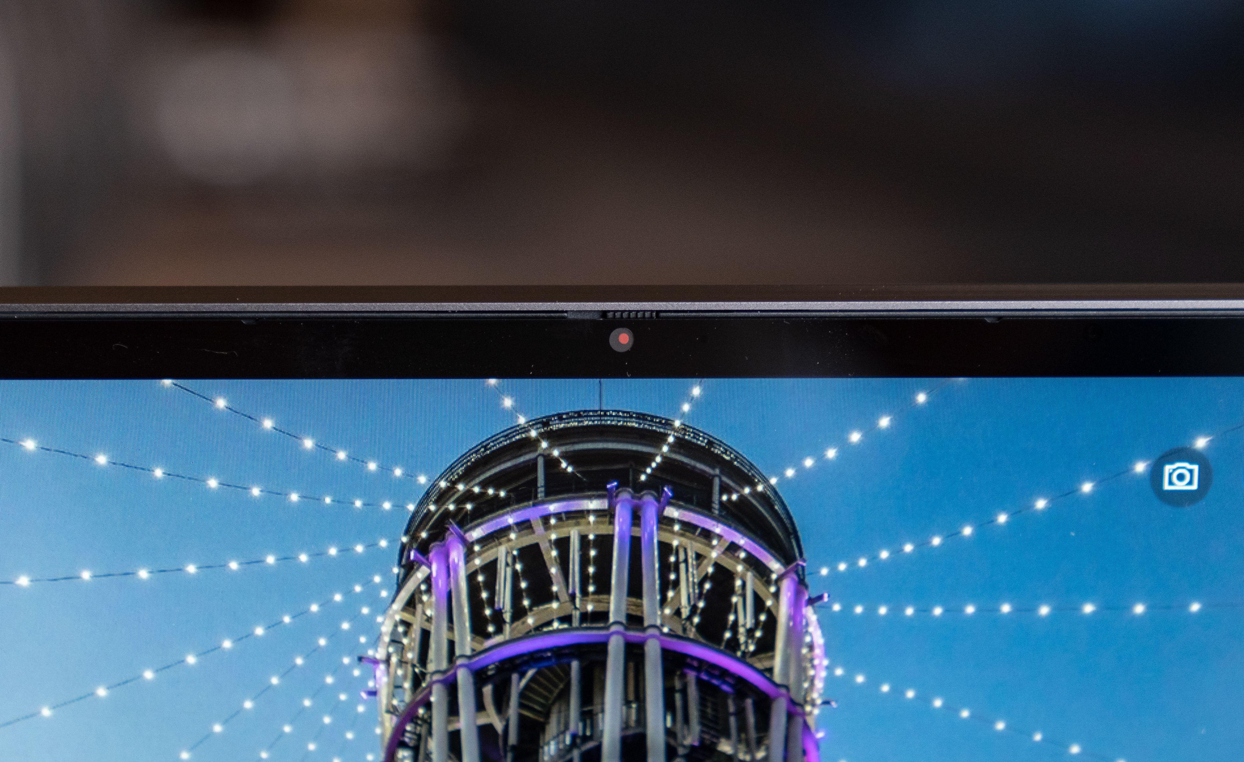 En ny fysisk sperre blokkerer webkameraet når du ikke bruker det.