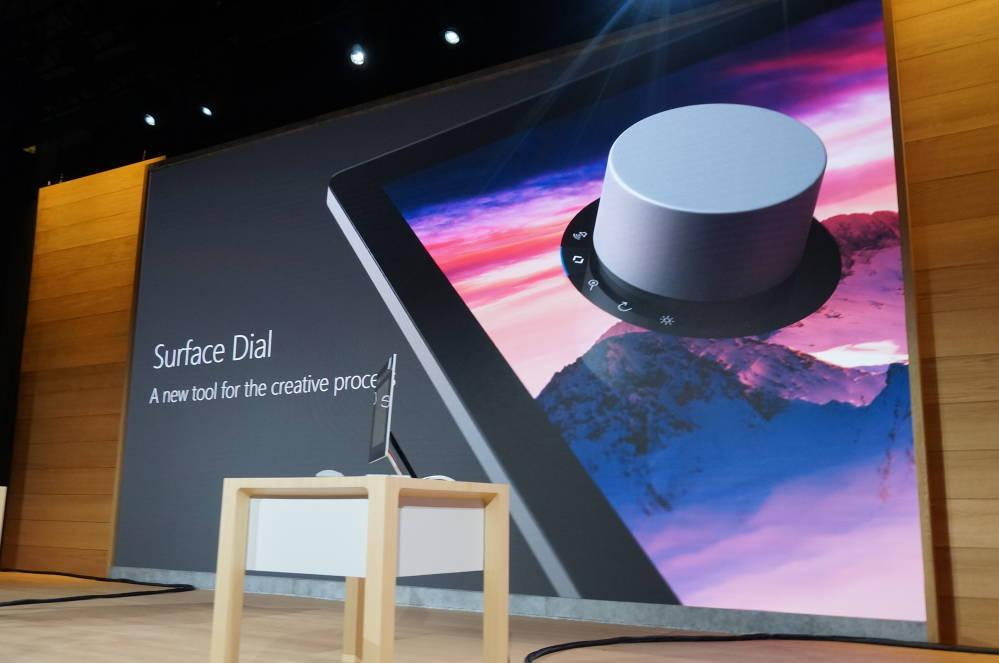 Surface Dial på Microsofts presentasjon i oktober i fjor.