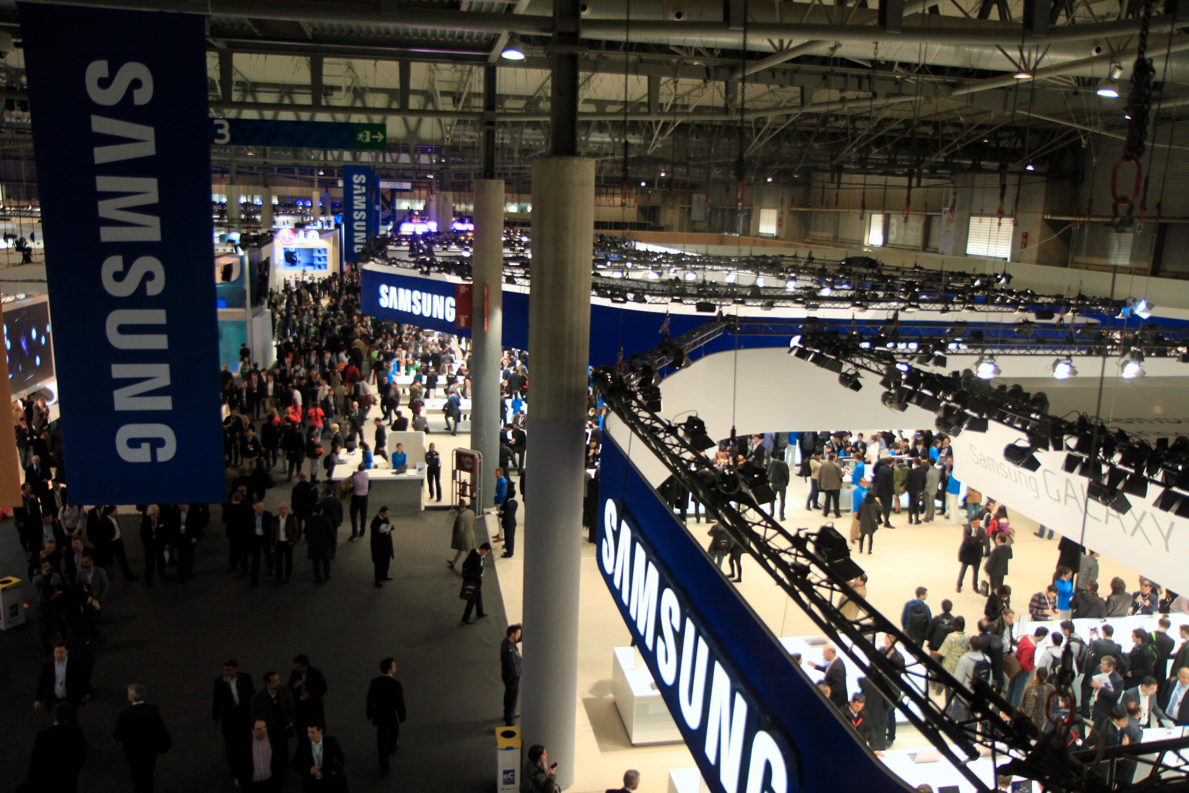 Fra en av de mange utstillingshallene på Mobile World Congress.Foto: Kurt Lekanger, Mobilen.no