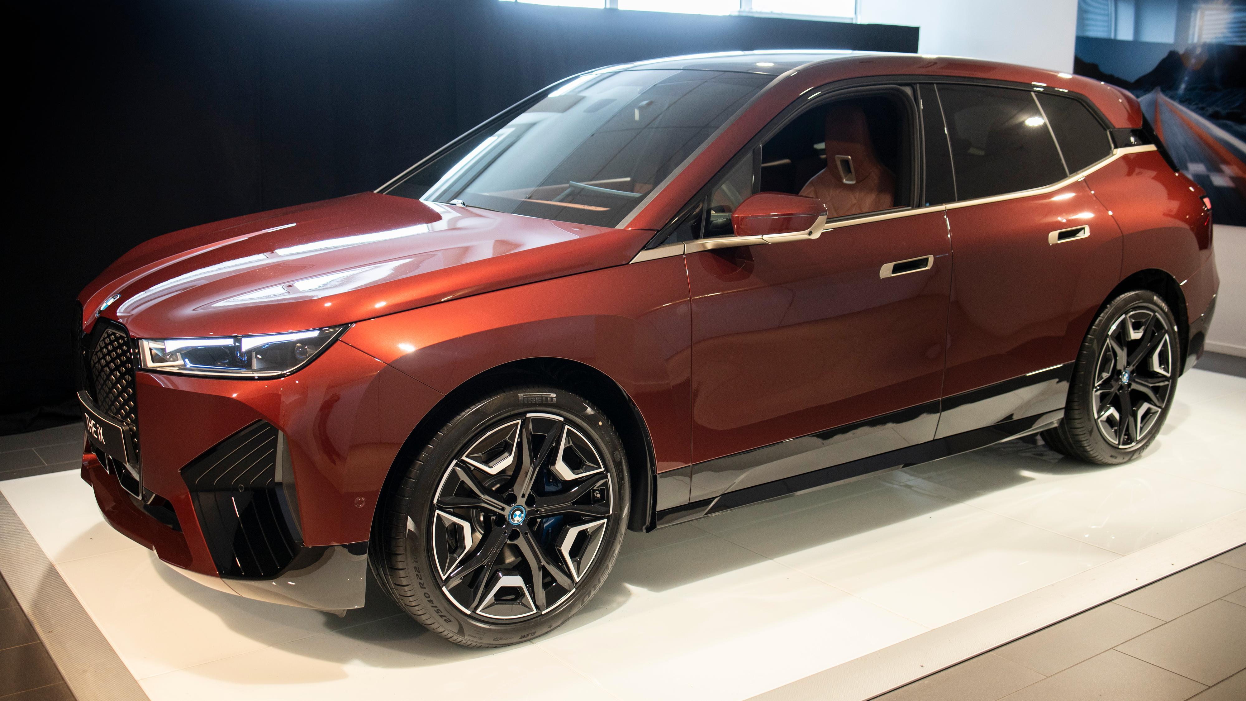 BMW bekrefter 630 kilometer rekkevidde på nye iX
