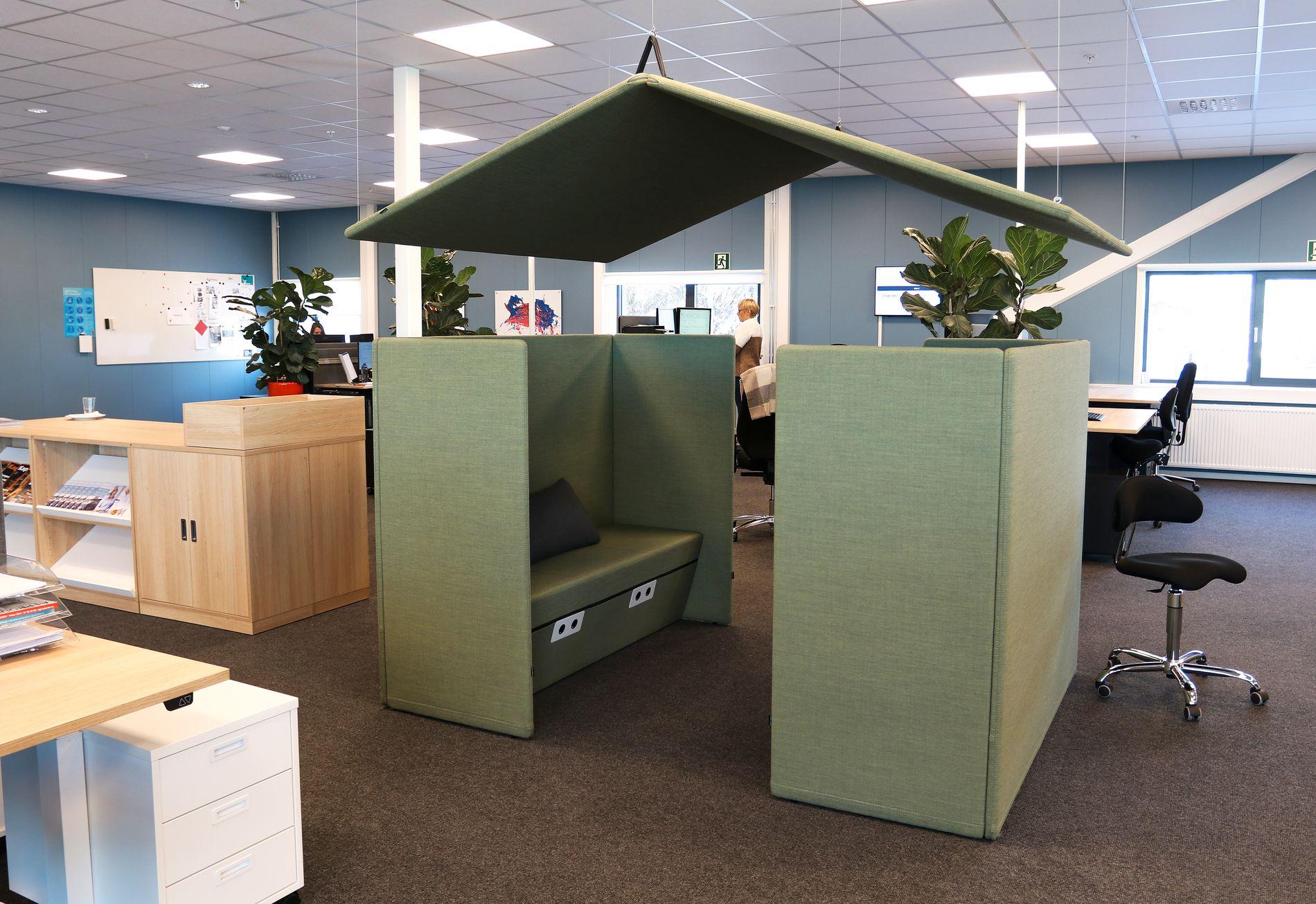 Bildet viser et eksempel på et møteområde eller lounge som er inkludert i fellesområdene, men fremdeles skjermet.